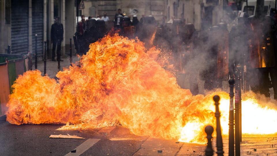 """Allianz-Bericht: """"Unternehmen müssen sich auf weitere politische Unruhen und Gewalt vorbereiten"""""""