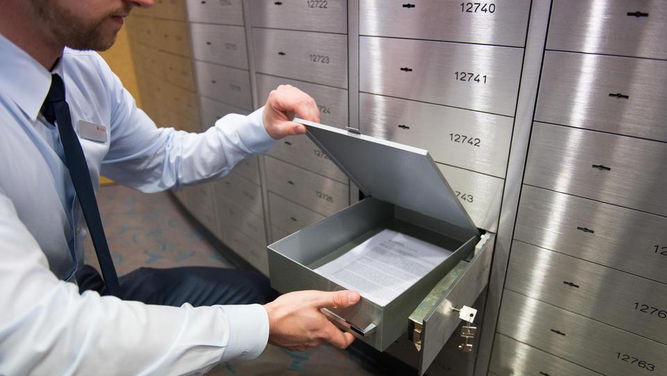 Deutsche Banken horten Geldscheine, finden kaum noch Tresore