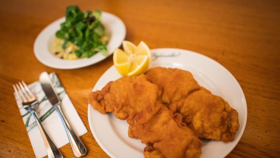 Schnitzel auf Staatskosten: Wien verteilt Gastro-Gutscheine an alle Haushalte