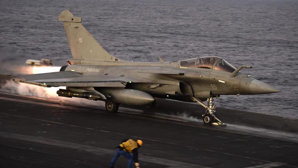 Frankreich verlegt Flugzeugträger ins östliche Mittelmeer