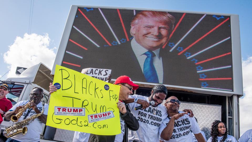 Trump gewinnt massiv an Zustimmung bei Schwarzen und Latinos hinzu