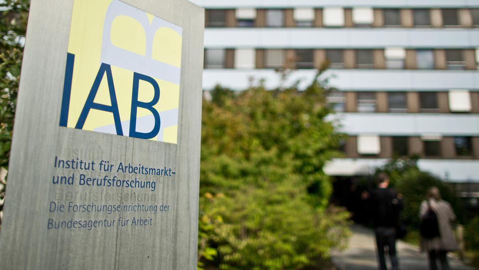 IAB-Institut: Lockdown trifft einfache Helferberufe extrem hart
