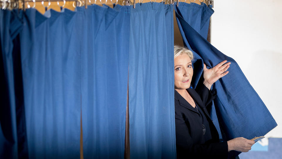 Gegen Macron und EU: Millionen Franzosen laufen zu Marine Le Pen über