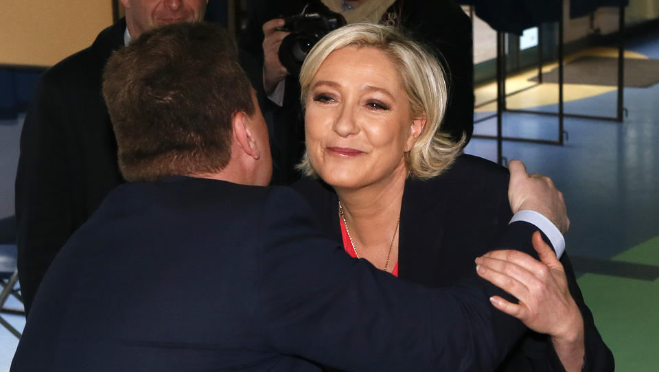 Le Pen ruft Anhänger zum Kampf gegen Macron auf und attackiert Deutschland