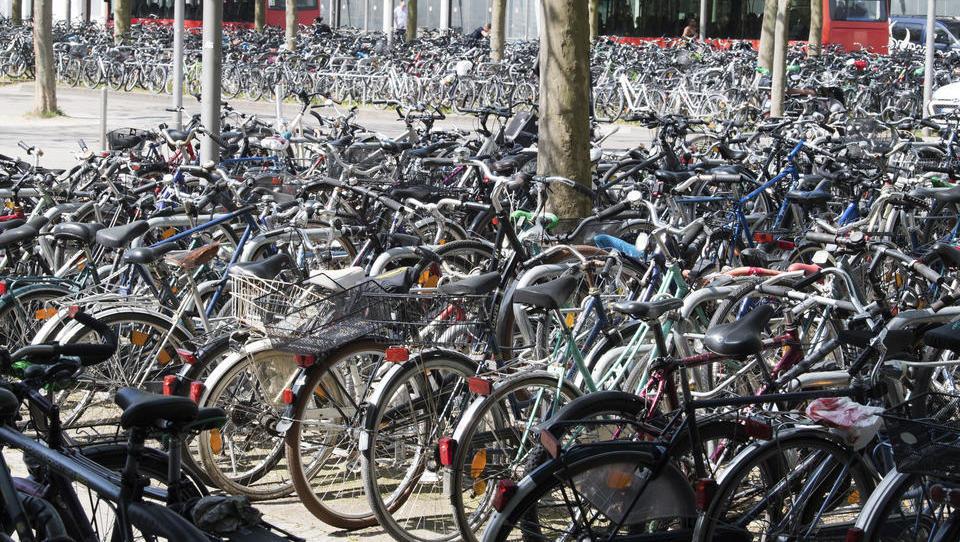 Studie der Uni Bayreuth: Deutlicher Anstieg des Radfahrens in Großstädten nach Lockdown-Beginn 2020
