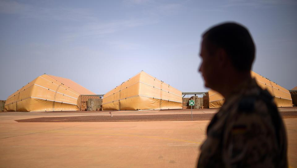 Kampf um Mali: China leistet Wirtschaftshilfe, Frankreich schickt die Legion