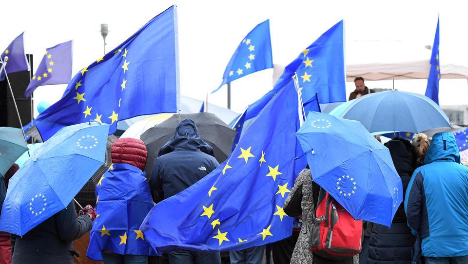 Neues Gesetz: Verunglimpfung von EU-Symbolen ist nun strafbar