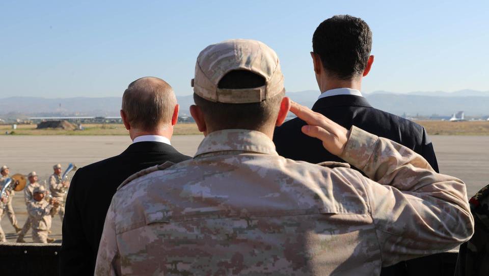 Putin und Assad machen türkisch-kontrollierten Schwarzmarkt in Nordsyrien dem Erdboden gleich