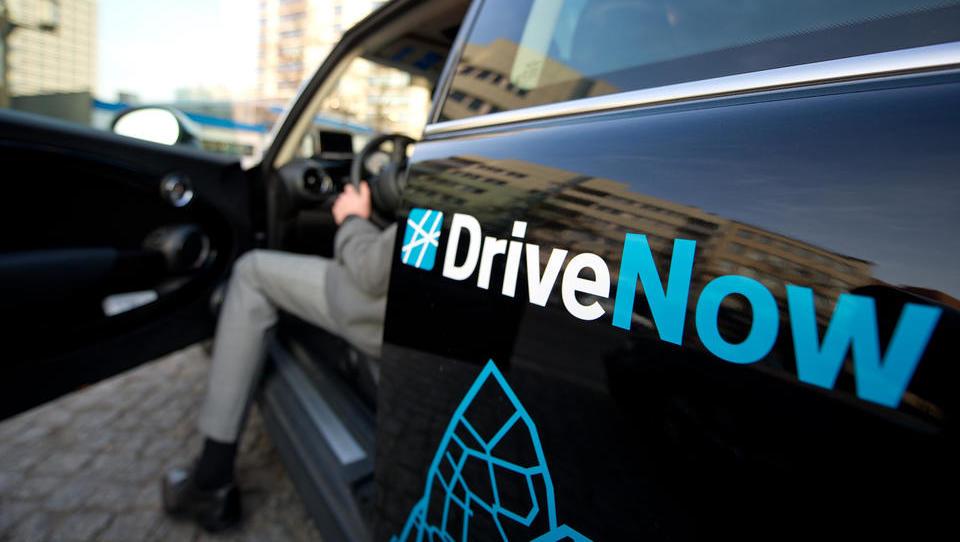 Nur noch BMW und Daimler halten mit Mühe die Stellung: Carsharing hat sich als Flop erwiesen