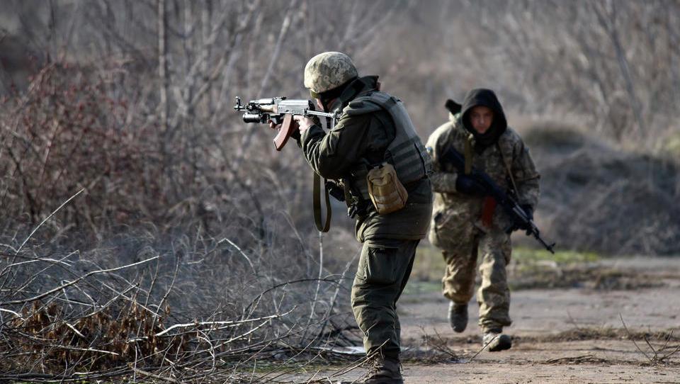 Ost-Ukraine: Kriegsparteien werfen sich gegenseitig Bruch der Waffenruhe vor