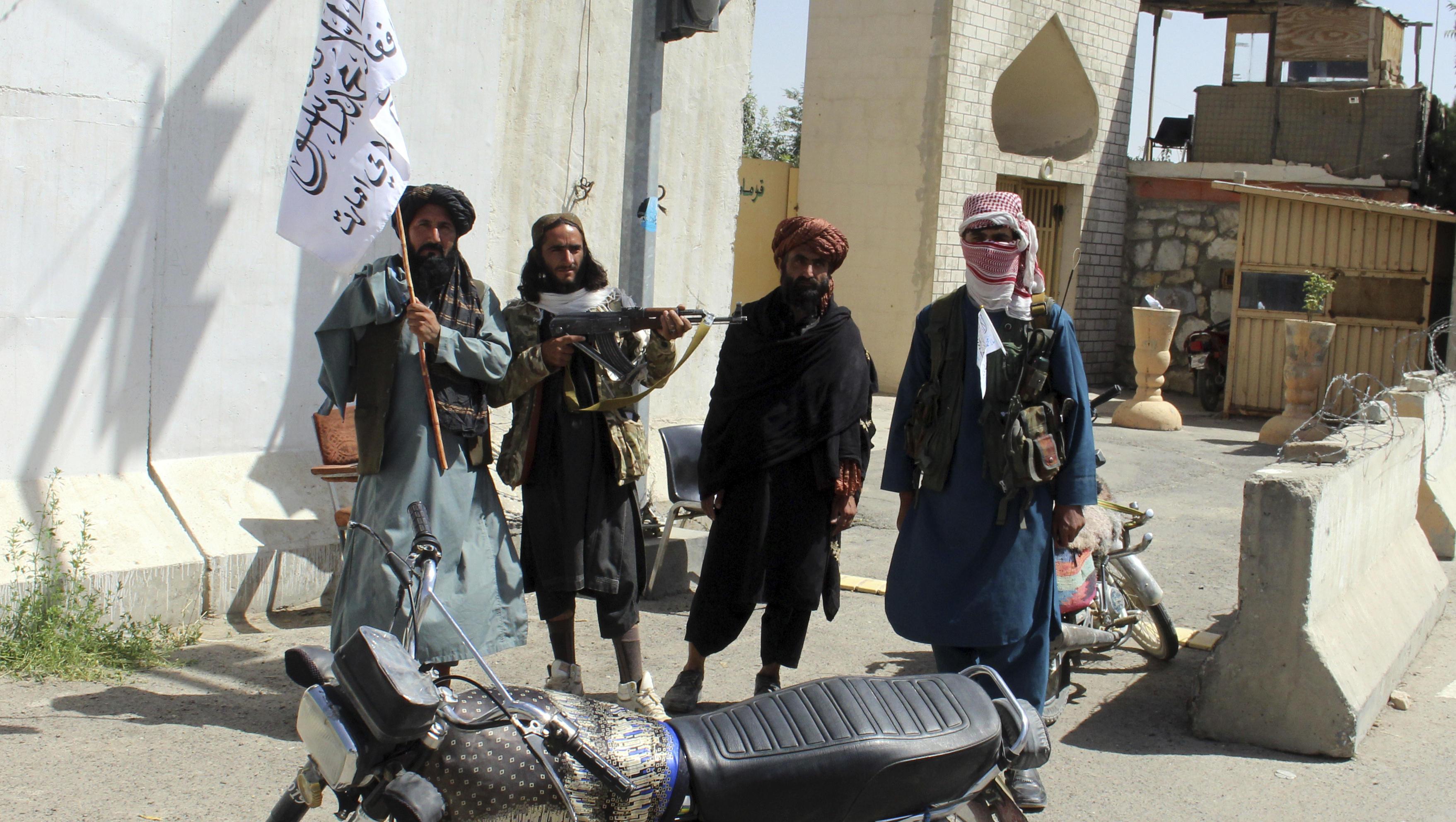 Die Taliban weiten Kontrolle in Afghanistan aus, nähern sich Kabul