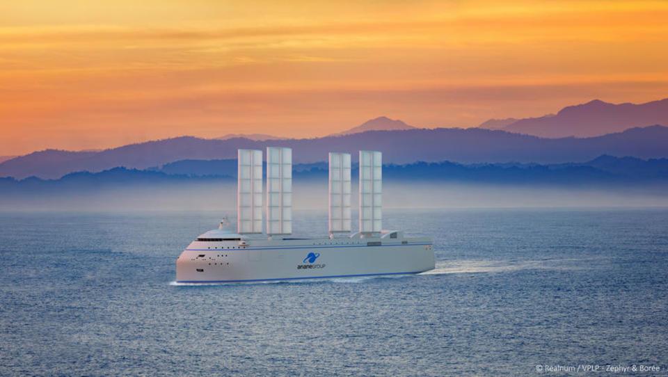 Für Raketen-Transport: Frankreich baut Hybrid-Frachter mit Segeln