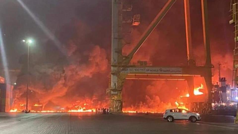 Riesige-Explosion am Containerhafen von Dubai
