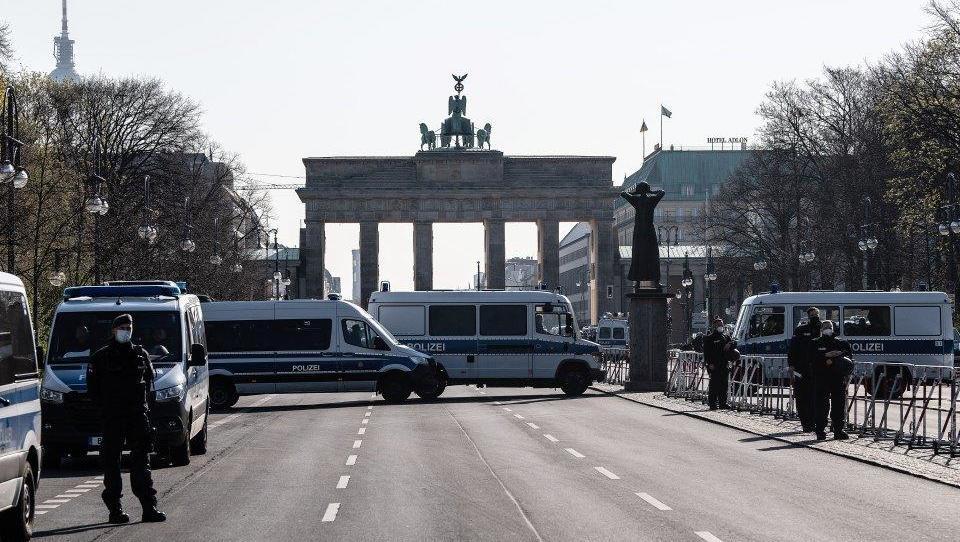 Starke Proteste gegen Bundes-Lockdown im Regierungsviertel