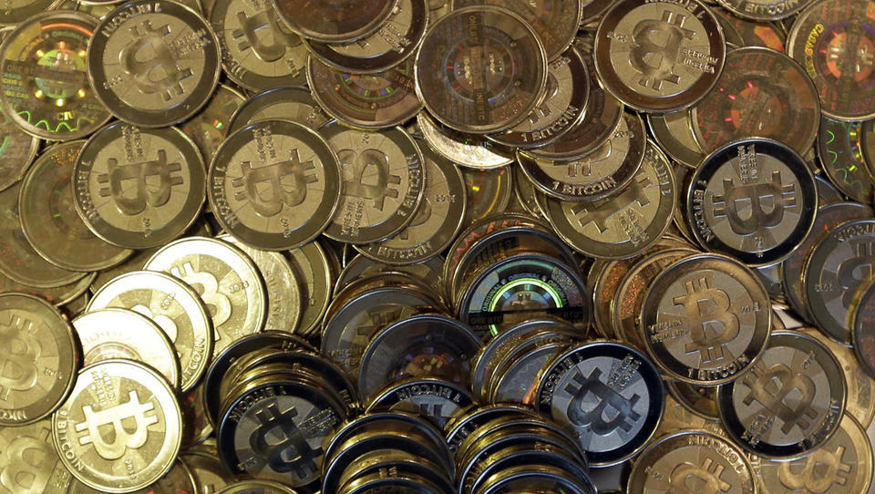 JPMorgan: Ältere Kleinanleger kaufen Gold, jüngere kaufen Bitcoin