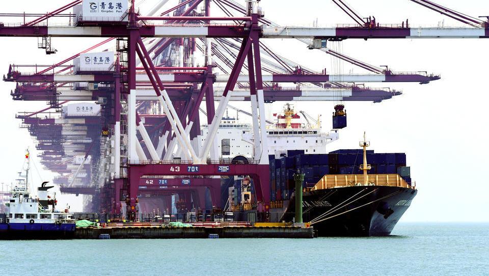 Immer mehr Containerschiffe stauen sich in chinesischen Häfen