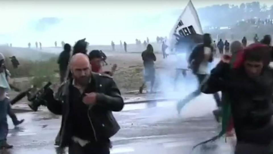 Frankreich: Aktivisten unterstützen Flüchtlinge im Kampf gegen Polizei