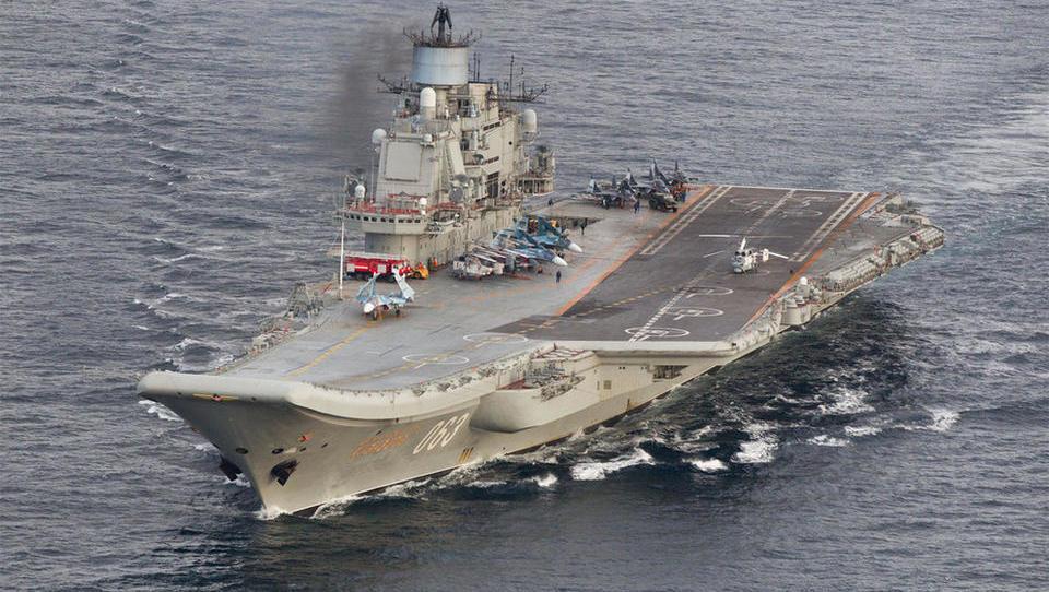 Verband der russischen Kriegsmarine passiert Norwegen