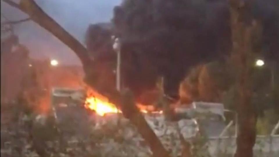 Tausende Flüchtlinge fliehen aus brennendem Lager in Griechenland