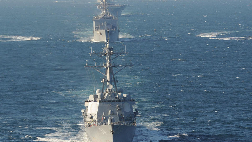 US-Kriegsschiff feuert Warnschüsse gegen Schnellboot aus Iran