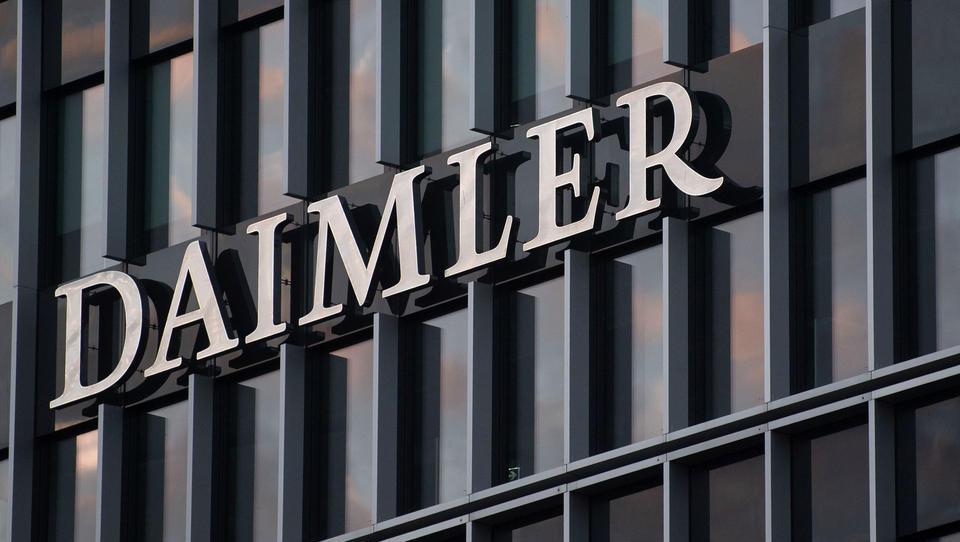 Daimler meldet Umsatzeinbruch und Verlust in Milliardenhöhe