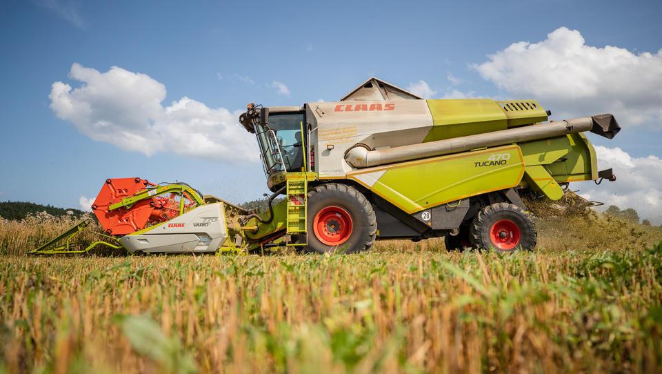 Landwirtschaft meldet weniger Beschäftigte, weniger Betriebe, teurere Maschinen