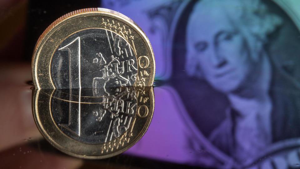 Russlands größtes Ölunternehmen stellt Verträge von Dollar auf Euro um
