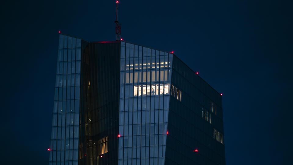 Erster Euro-Zentralbankchef fordert offen noch stärkere Anleihekäufe durch die EZB