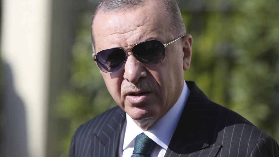 Lira pulverisiert: Erdogans Boykott-Aufruf gegen Frankreich geht nach hinten los