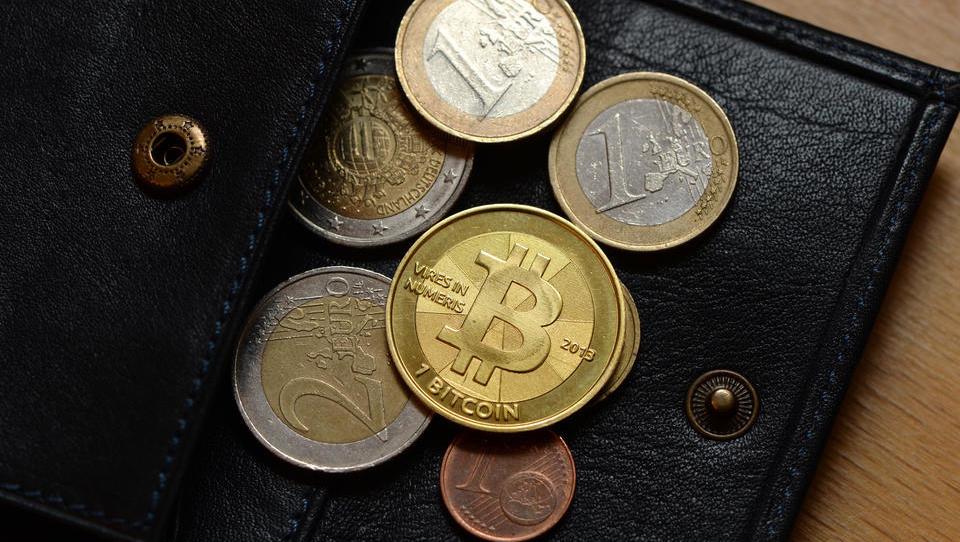 CDU und CSU im Bundestag fordern staatliche Kryptowährung
