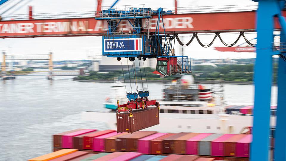 Deutsche Exporteure fürchten verstärkte Corona-Maßnahmen