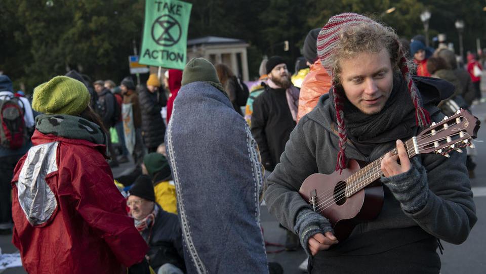 Klima-Aktivisten behindern den Berufsverkehr in Berlin