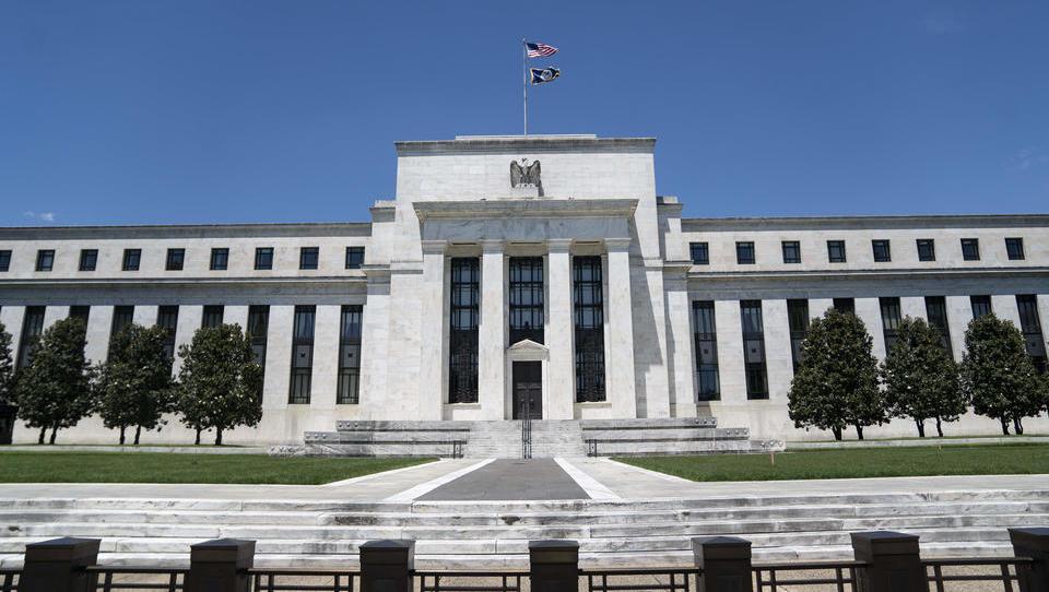 Fed zieht über Nacht 1 Billion Dollar Liquidität aus dem Geldmarkt