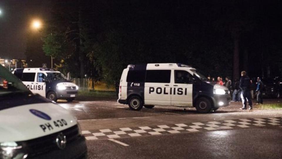 Finnland: Flüchtlings-Bus mit Feuerwerkskörpern und Steinen attackiert