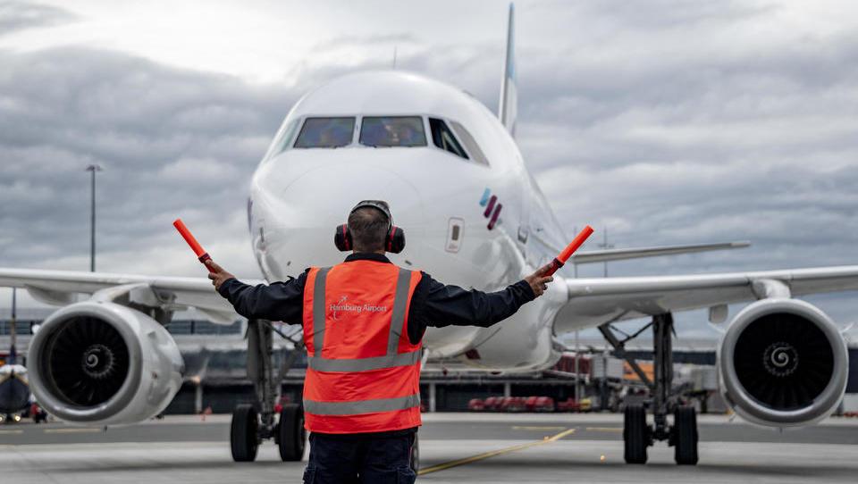 Nordische Länder und Türkei stoppen Flugverkehr aus Großbritannien