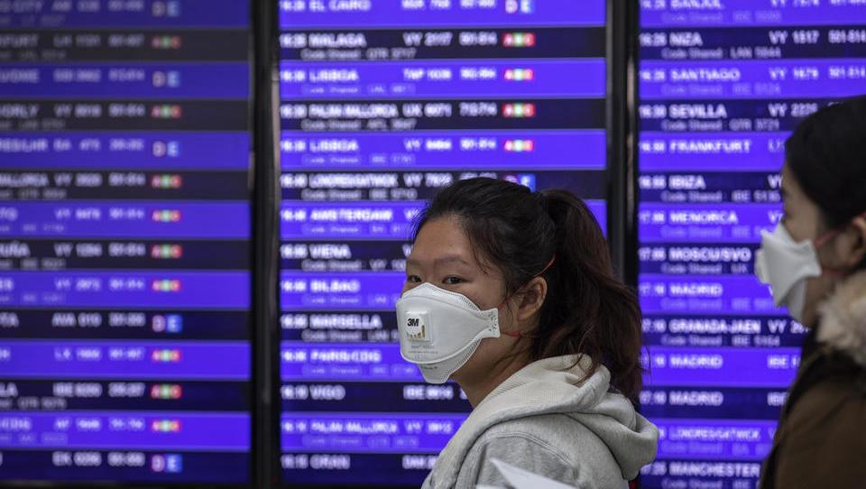 Flüge ausgebucht: Chinesen fliehen aus Europa nach Hause