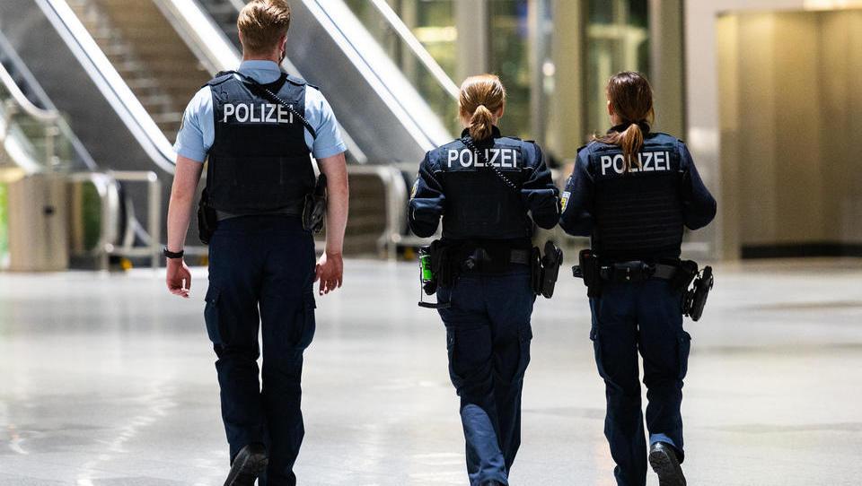 Polizei: Mehr als 100 Nicht-EU-Fluggäste in Frankfurt abgewiesen