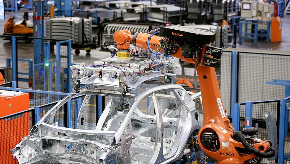 Künstliche Intelligenz unterstützt Metallarbeiter bei der Montage