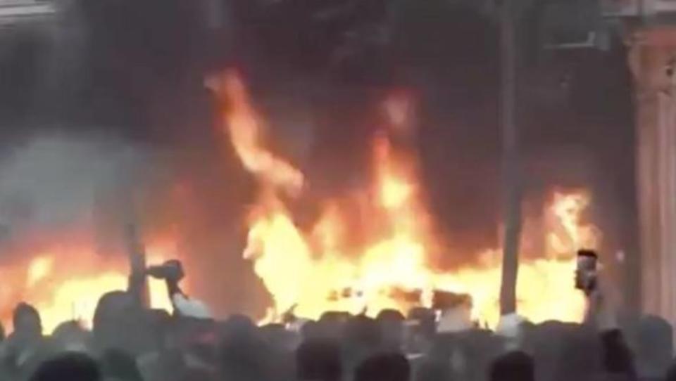 Schwere Unruhen erschüttern Paris, Lage ist sehr...