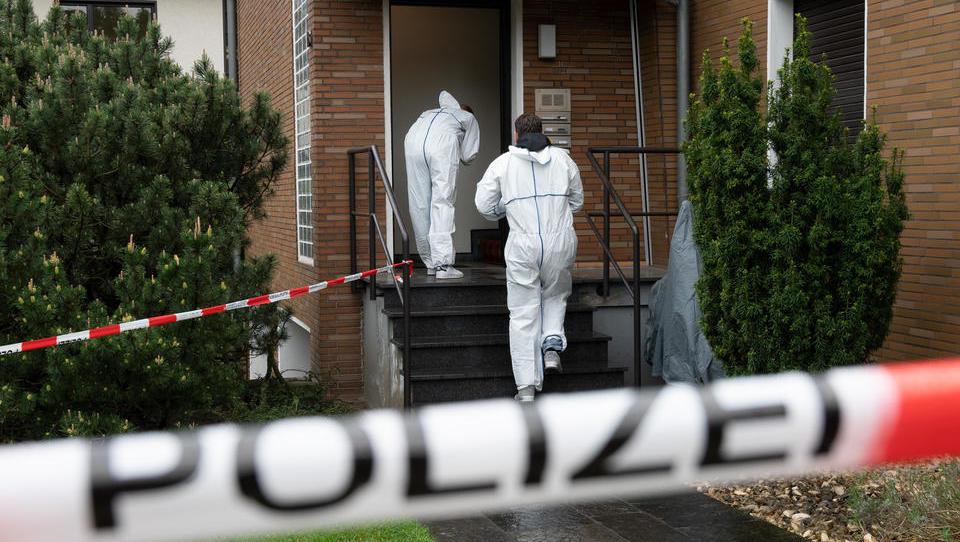 Killer tötet SEK-Beamten bei Wohnungsdurchsuchung