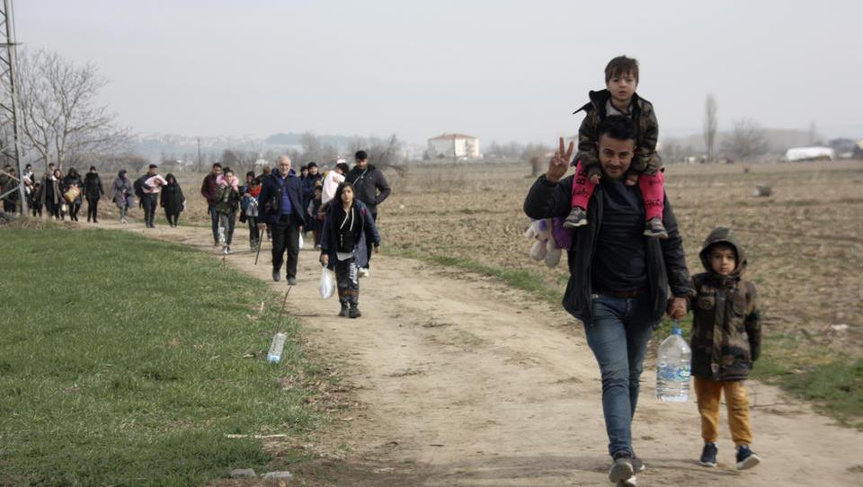 Athen schließt Grenzübergang zur Türkei, Premier zeigt Härte