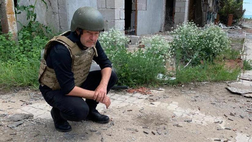 Mit Stahlhelm und Schutzweste: Grünen-Chef Habeck fordert Waffen für die Ukraine