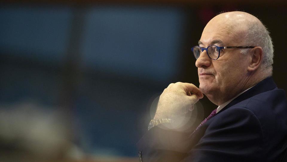 EU-Handelskommissar wegen Verstößen gegen Corona-Regeln unter Druck