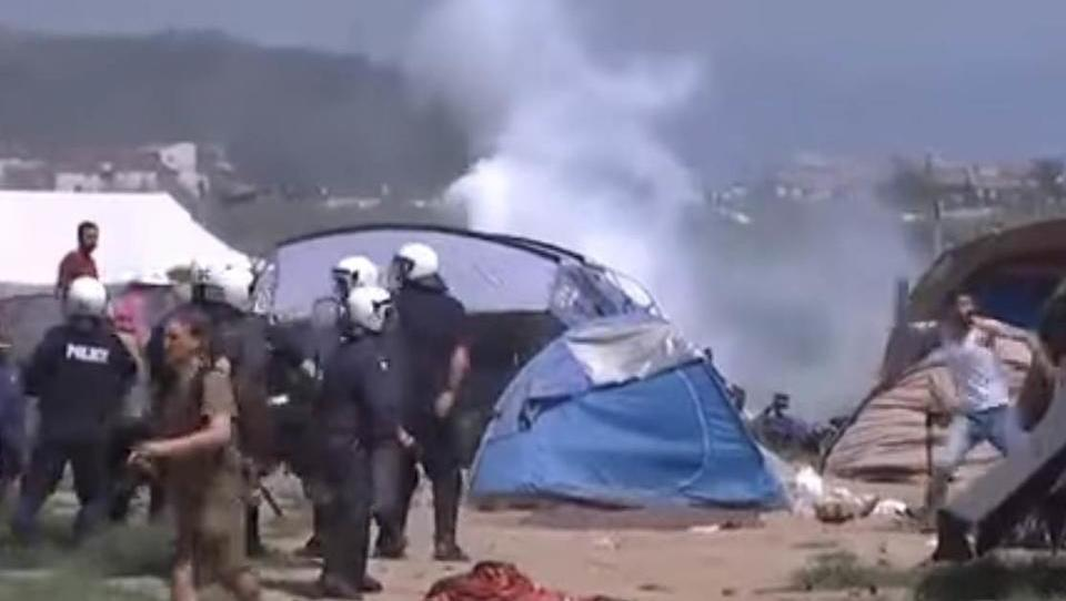 Massenschlägerei unter Flüchtlingen in Idomeni