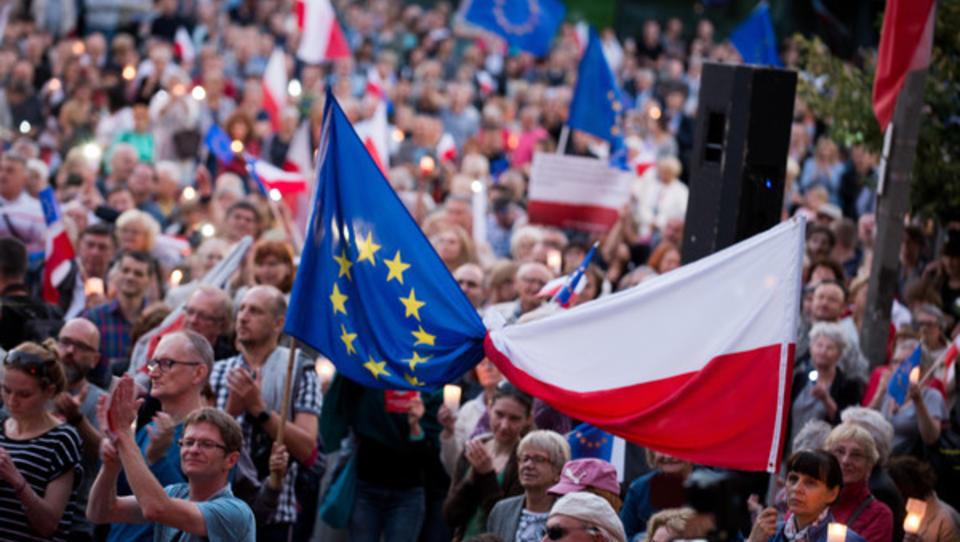 Polnische Regierung besetzt Obersten Gerichtshof mit regimetreuen Richtern