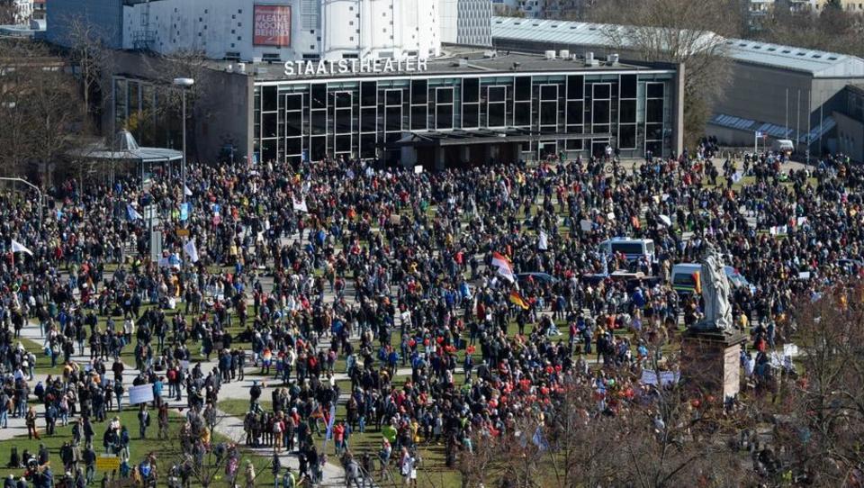 Zehntausende demonstrieren in Kassel gegen Corona-Politik