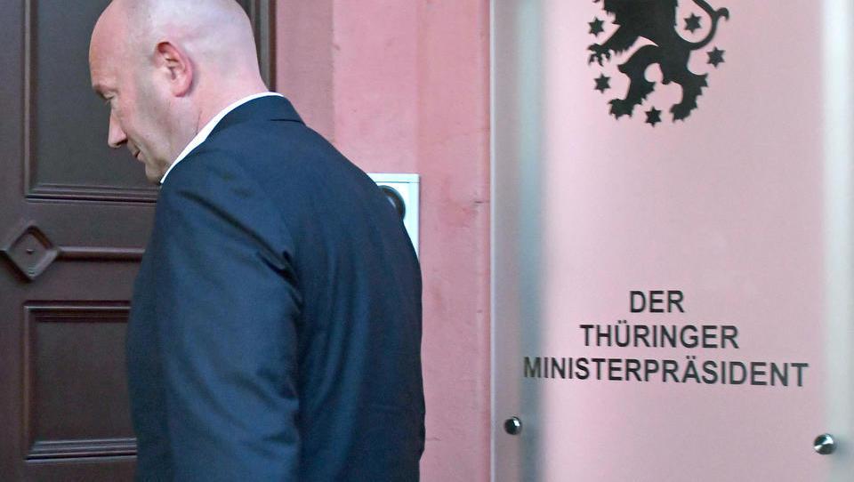 Merkel hat sich durchgesetzt: Thüringens Ministerpräsident Kemmerich will Landtag auflösen