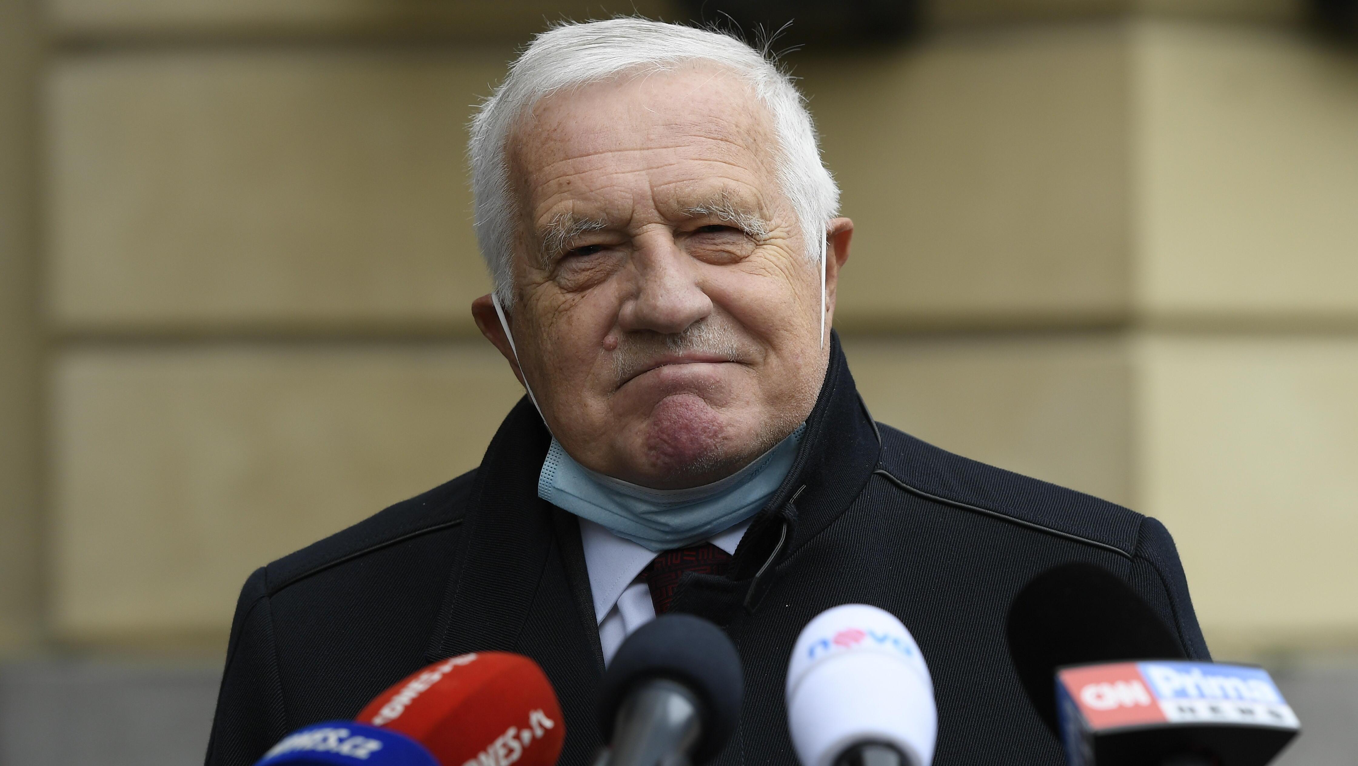Maskenpflicht: Tschechischer Ex-Präsident Klaus muss 400 Euro Bußgeld zahlen