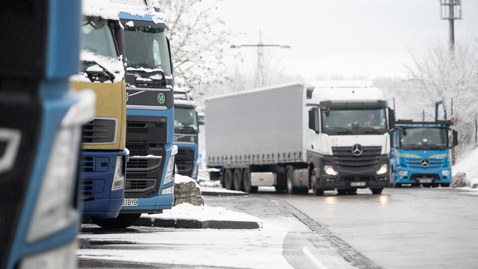 Lkw-Verkehr wieder kräftig über Vorkrisen-Niveau