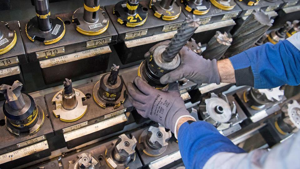 Maschinenbauer zeigen erstes Auftragsplus - Stahlbranche hingegen mit Versorgungsproblemen